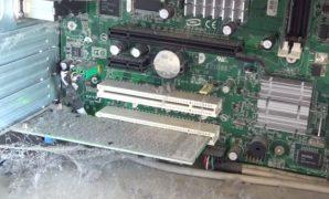 membersihkan pc motherboard
