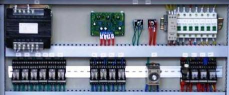 penggunaan relay pada panel listrik