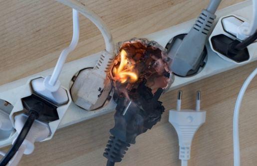 stop kontak terbakar