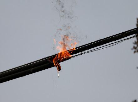 Korsleting listrik bisa menimbulkan kebakaran